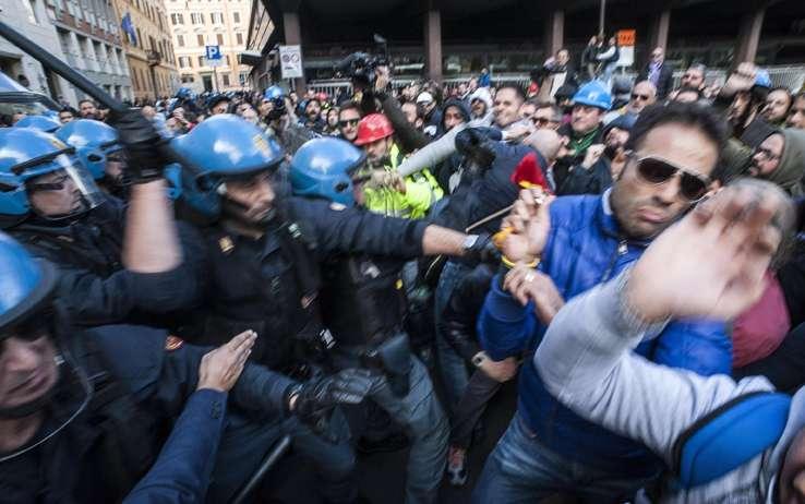 terni scontri roma corteo ast 04